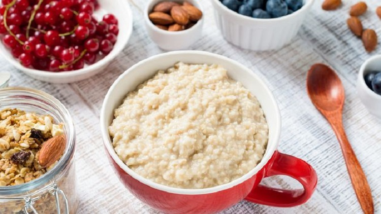Pilih topping oatmeal yang sehat, Sumber : klikdokter.com